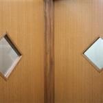 入院室・・・入院室の窓です。左側が第1入院室、右側が第2入院室
